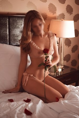 Sherazed bisexual sex clubs in Erin