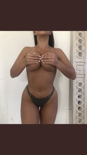 Rimah erotic massage in Gun Barrel City