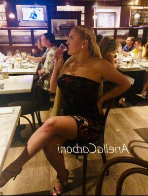 Diana braces escorts Monrovia
